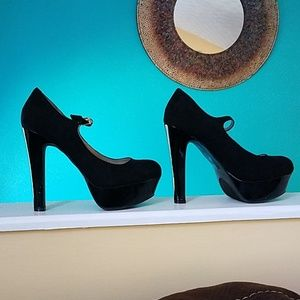Guess Mary Jane platforms